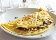 Omelett mit Champignons und Zwiebeln