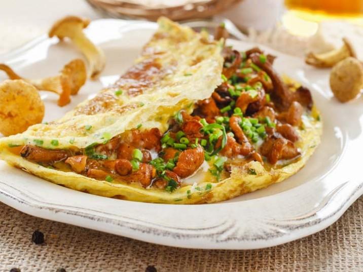 Omelett mit frischen Pfifferlingen