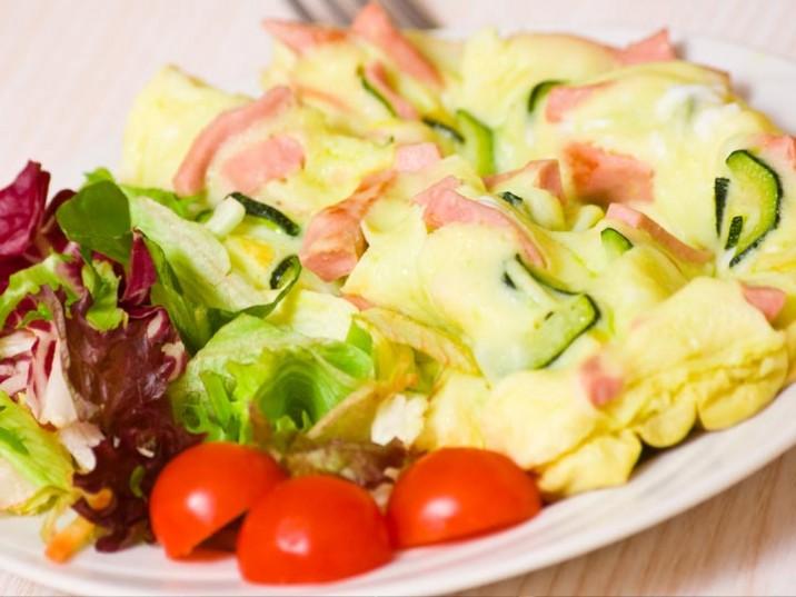 Omelett mit Schinken und Zucchini
