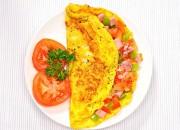 Omelett mit Tomaten, Paprika und Schinken