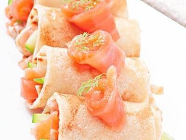 Pfannkuchen Röllchen mit Lachs