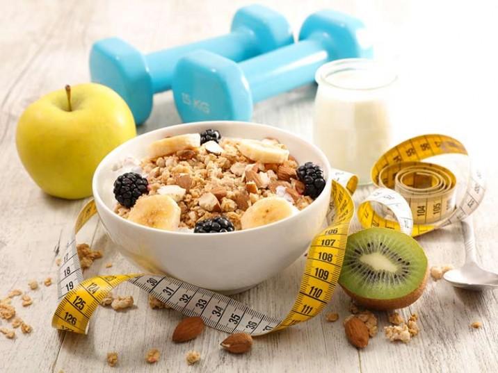 Power Frühstück mit Joghurt und Müsli