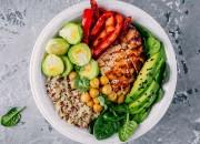 Power-Gemüse-Bowl mit Chicken und Quinoa