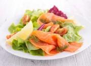 Räucherlachs an Salat
