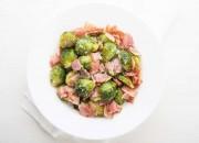 Rosenkohl-Bacon-Pfanne mit Parmesan