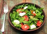 Rucola Salat mit bunten Tomaten