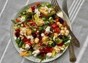 Salat mit Blumenkohl, Rucola und Feta