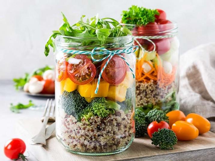 Salat mit Brokkoli und Quinoa