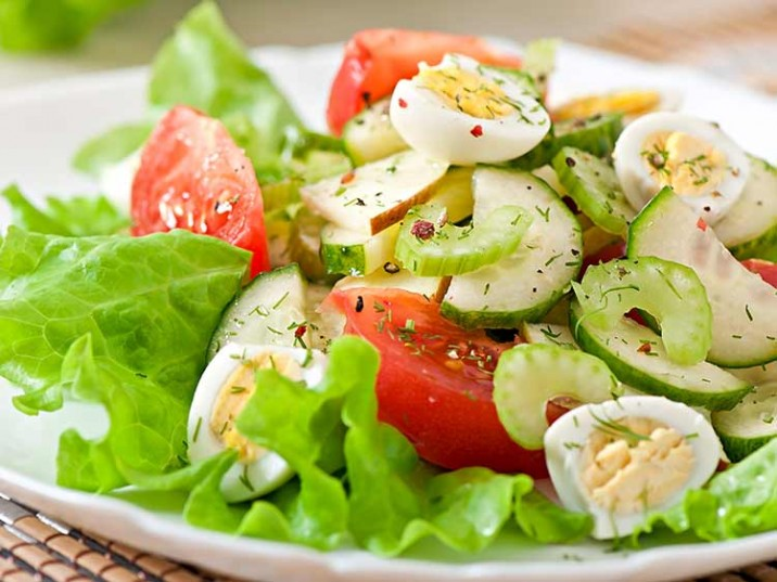Salat mit Ei und Sellerie