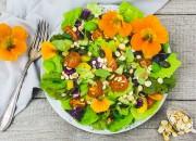 Salat mit gerösteten Protein Flakes