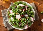 Salat mit getrocknete Tomaten und Nüssen
