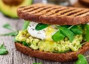 Sandwich mit Avocado-Creme und pochieren Ei