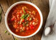 Scharfe Gazpacho-Suppe mit Bohnen
