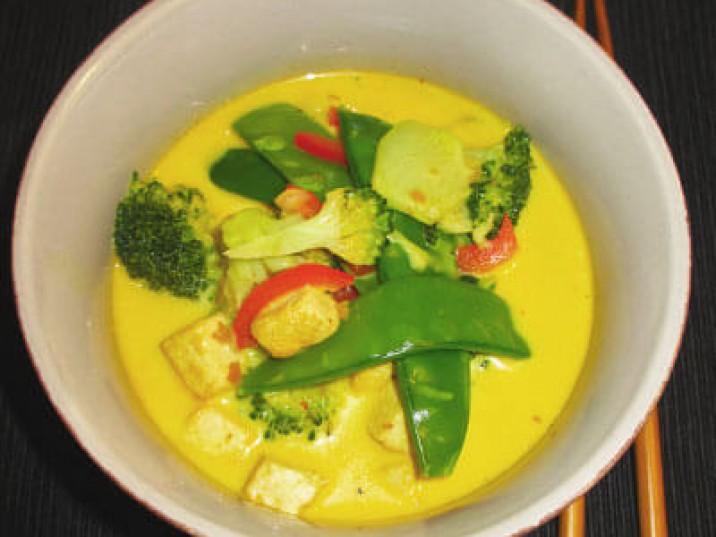 Scharfe Kokos-Tofu Suppe