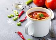 Selbstgemachte Tomaten-Suppe mit Hackbällchen
