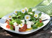 Sommersalat mit Tomaten und Feta