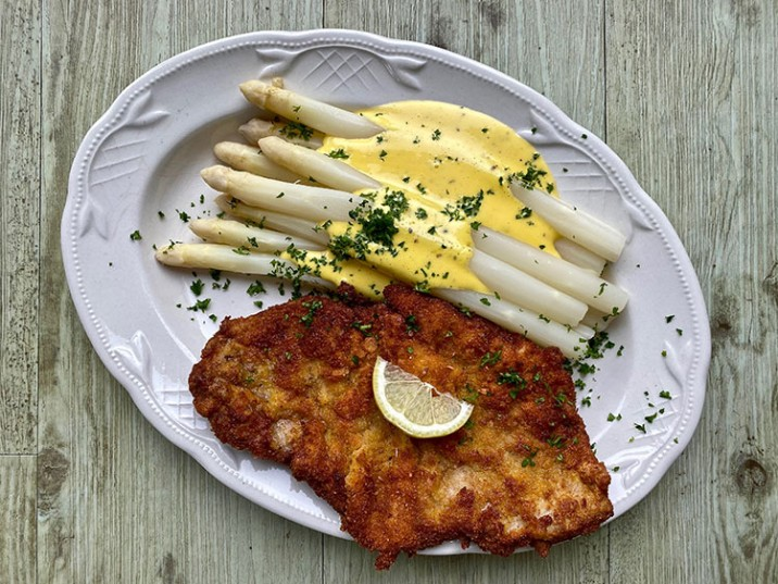 Spargel mit Blitz-Hollandaise und Wiener Schnitzel