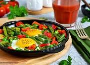 Spiegelei mit grünen Bohnen und Paprika