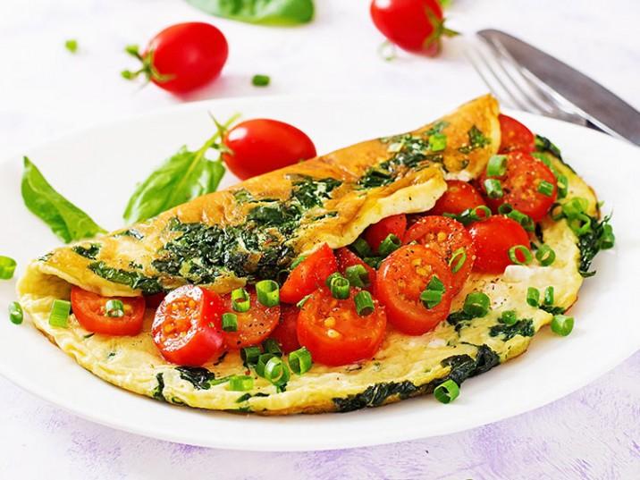 Spinat-Omelett mit Tomaten und Schnittlauch
