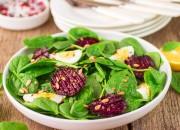 Spinat Salat mit Ei und rote Beete
