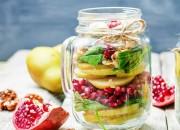 Sweet Meal Prep Salat mit Birne, Granatapfel und Nüssen