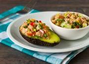 Thunfisch mit Gemüse und Avocado