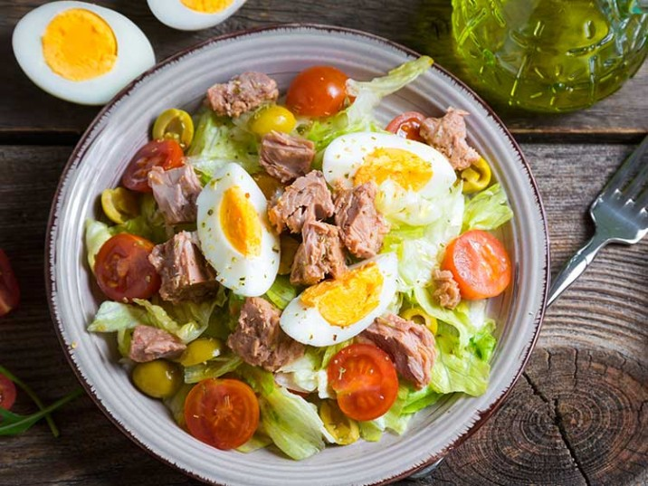 Thunfischsalat mit Eier und Tomaten