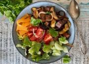 Tofu Bowl mit Champignons und Gemüse