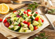 Tomaten Salat mit Gurke und Apfel