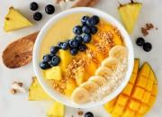 Tropische Bowl mit Ananas und Mango