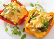 Überbackende Paprika mit Gemüse und Fleisch
