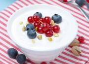 Vanillecreme mit Heidelbeeren und Johannisbeeren