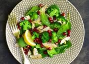 Vital Salat mit Hähnchen, Brokkoli und Granatapfel