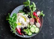 Vital Salat mit Joghurt, Gemüse und Leinsamen