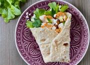 Wrap mit Salat, Blumenkohl und Feta
